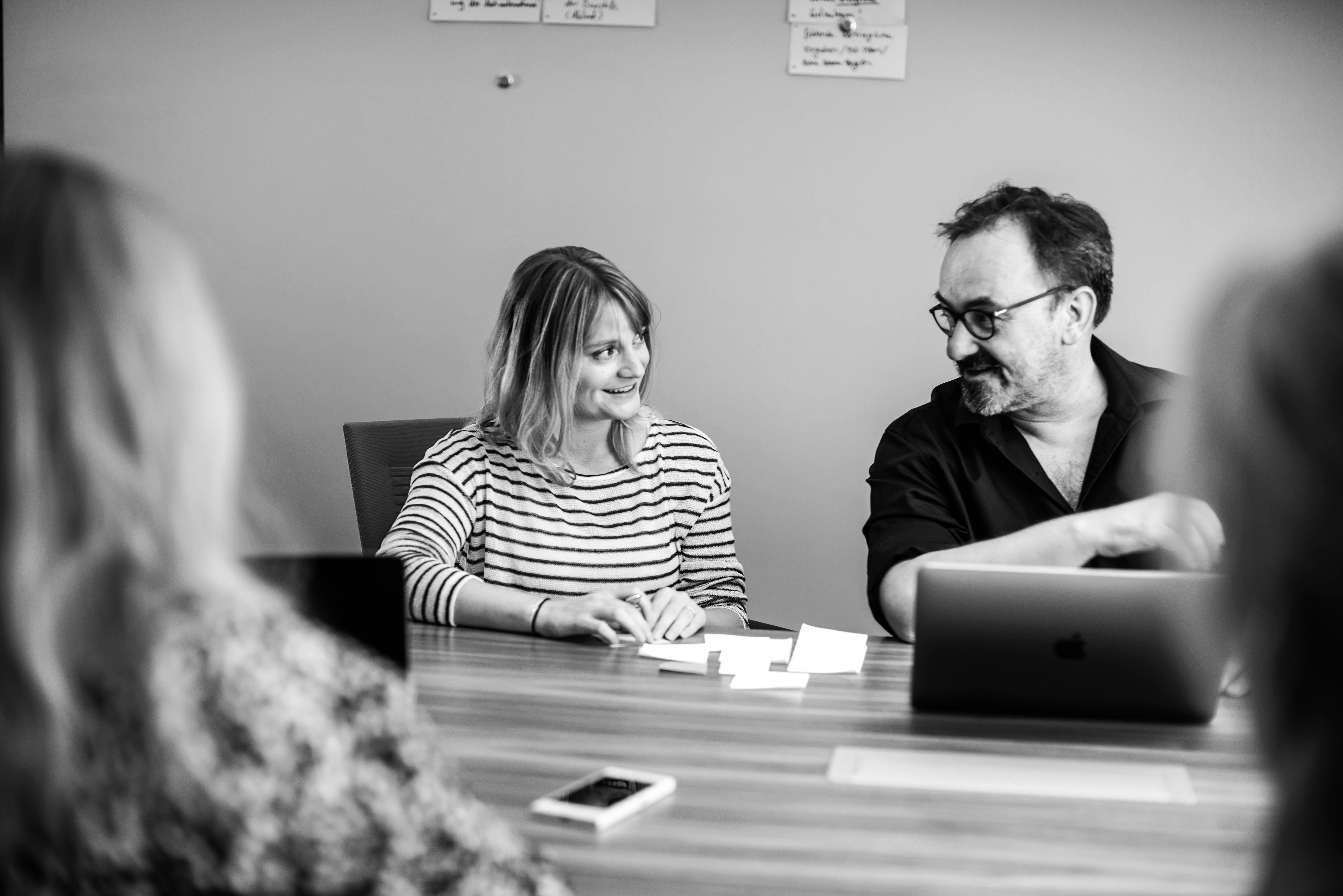 Senja KLenz und Frank Krupka im Workshop zu Markenkommunikation, Markenstrategie und Markenentwicklung